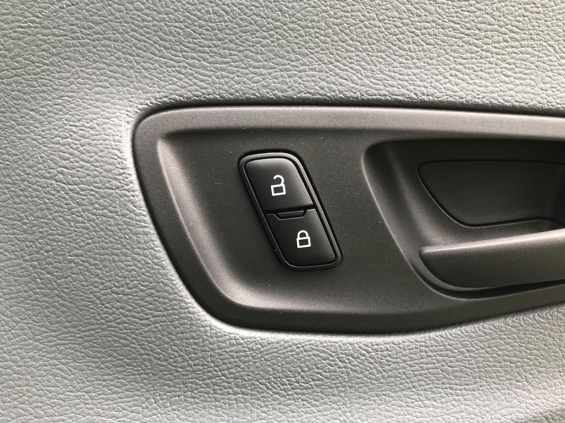 2018 Ford Transit 2.0 Tdci 130Ps H2 D/Cab Van EURO 6 (AO68SXU) Image 22