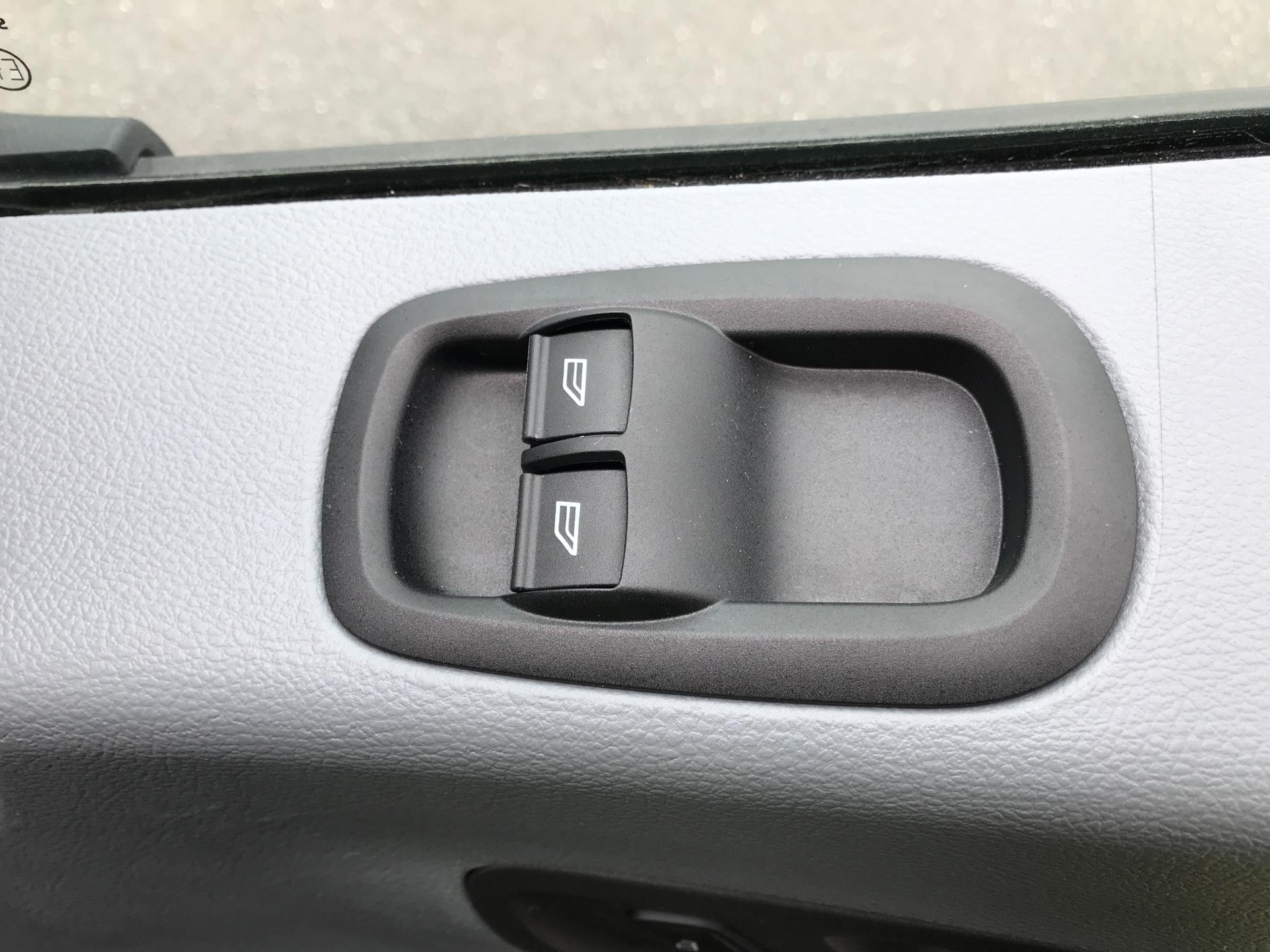 2018 Ford Transit 2.0 Tdci 130Ps H2 D/Cab Van EURO 6 (AO68SXU) Image 21