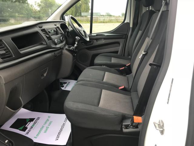 2018 Ford Transit Custom 300 L1 DIESEL FWD 2.0 TDCI 105PS LOW ROOF VAN EURO 6 (BD18ERJ) Image 17