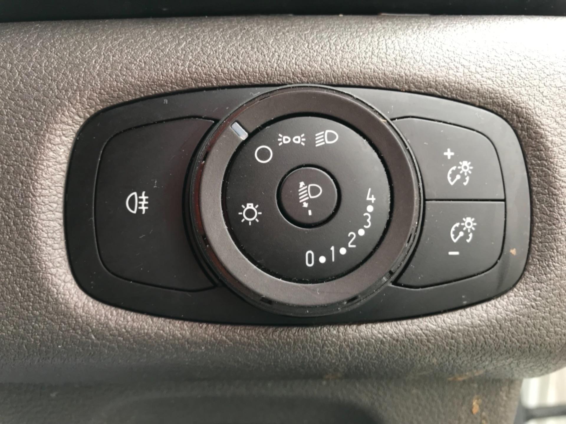 2018 Ford Transit Custom 2.0 Tdci 105Ps Low Roof Van Euro 6 (BD18FBN) Image 18