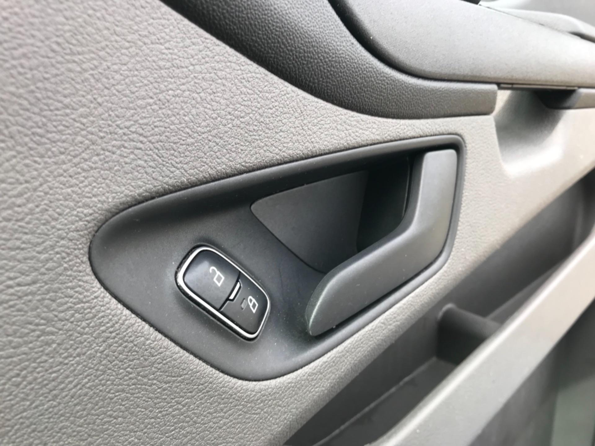 2018 Ford Transit Custom 2.0 Tdci 105Ps Low Roof Van Euro 6 (BD18FBN) Image 19
