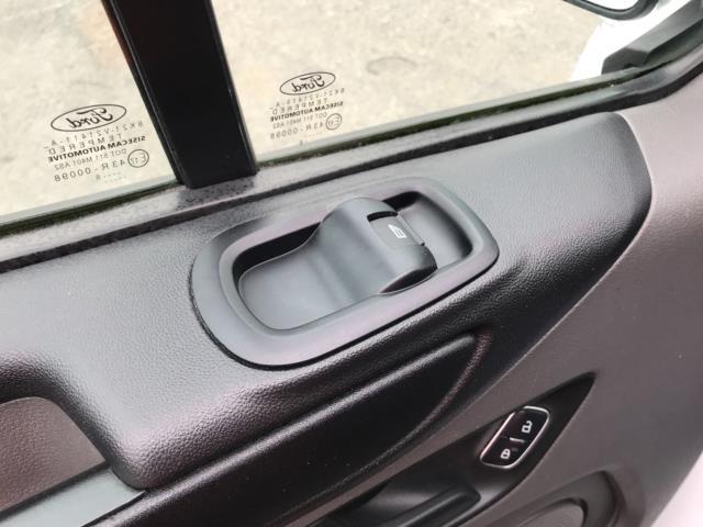 2018 Ford Transit Custom 2.0 Tdci 105Ps Low Roof Van Euro 6 (BD18ZVJ) Image 32