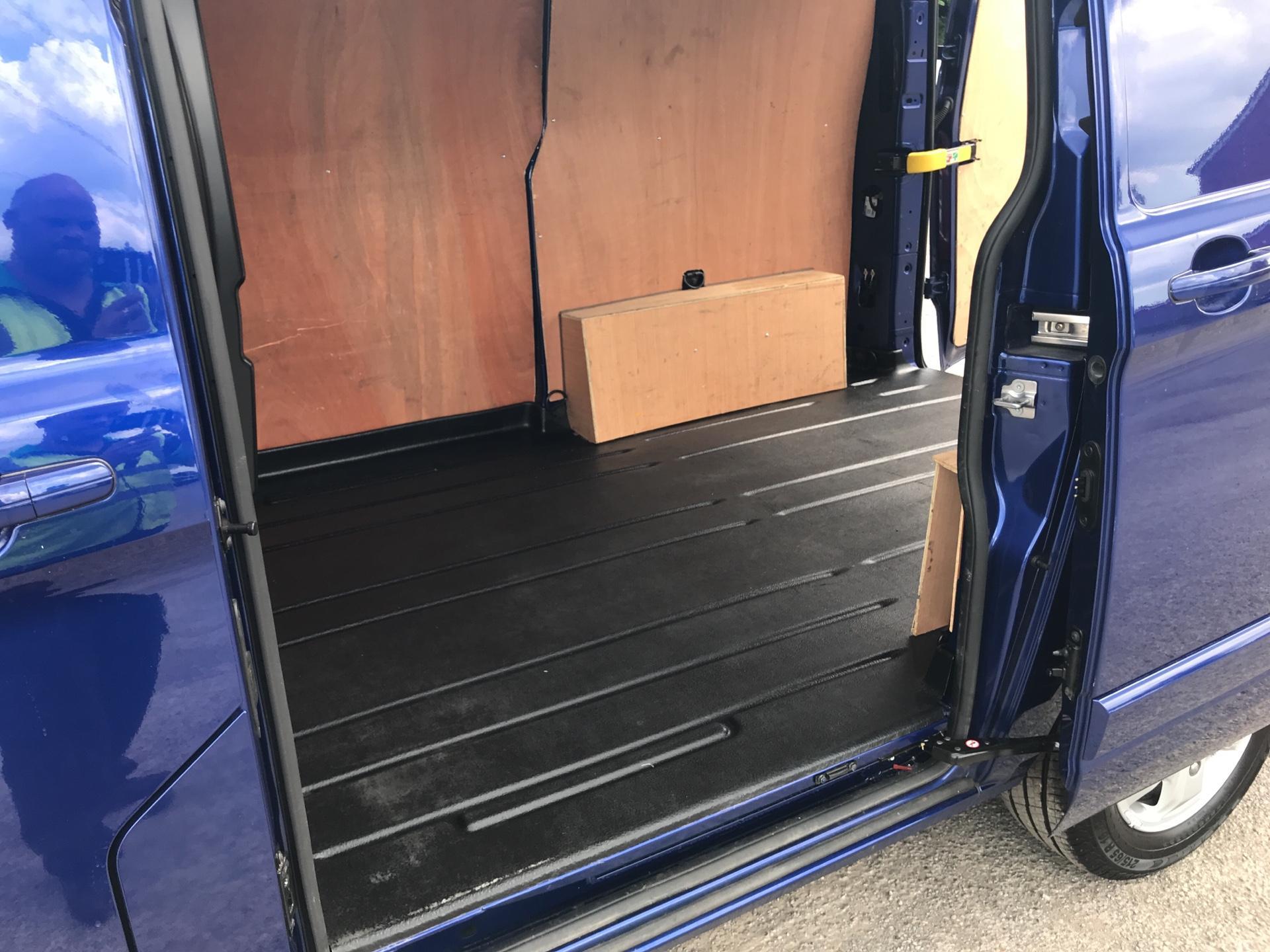 2016 Ford Transit Custom L1 2.2 Tdci 125Ps SWB  Low Roof Limited Van Euro 5 (BF16YPJ) Image 15