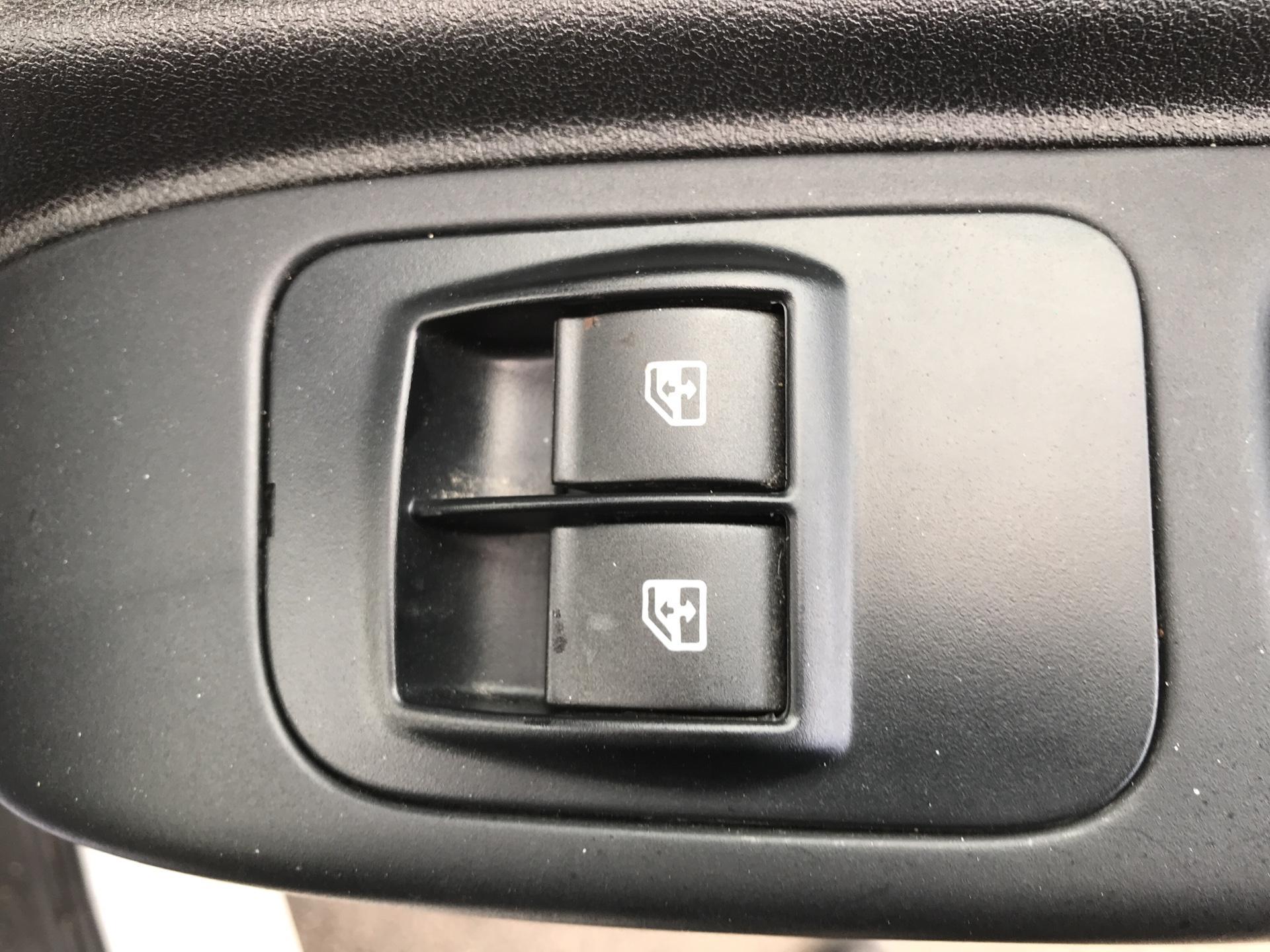 2015 Peugeot Bipper 1.3 Hdi 75 Professional [Non Start/Stop] (BG15DTN) Image 21