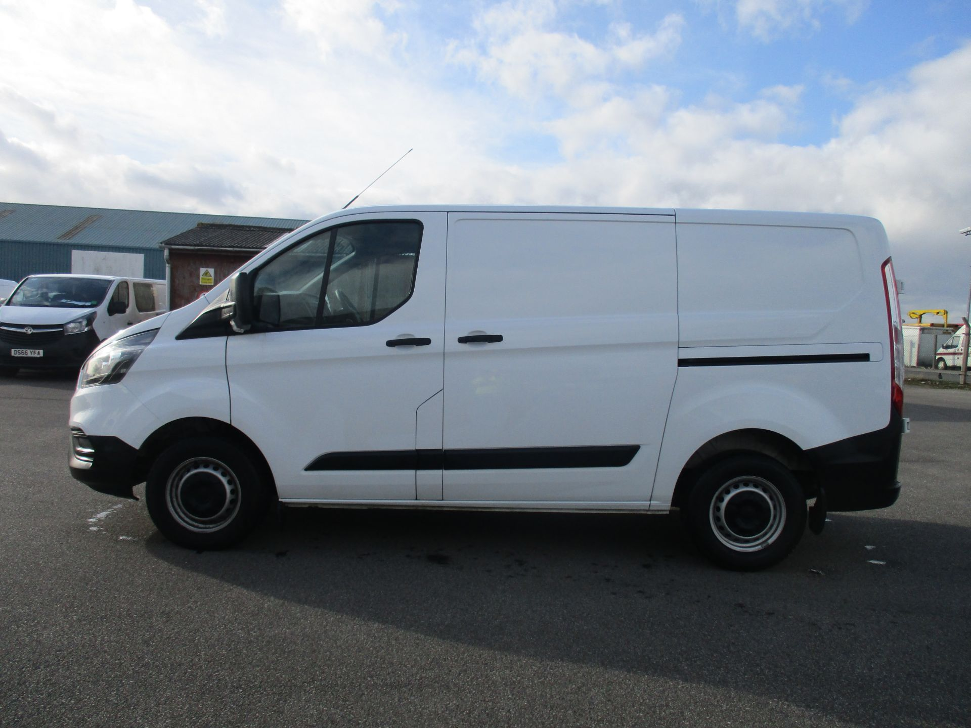 2018 Ford Transit Custom 300 L1 DIESEL FWD 2.0 TDCI 105PS LOW ROOF VAN EURO 6 (BG18OAD) Thumbnail 7