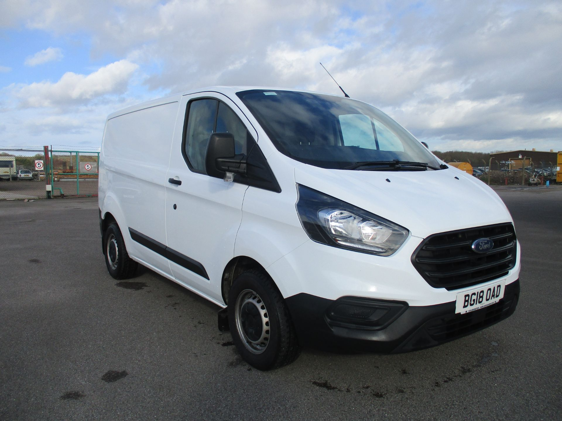 2018 Ford Transit Custom 300 L1 DIESEL FWD 2.0 TDCI 105PS LOW ROOF VAN EURO 6 (BG18OAD) Thumbnail 1