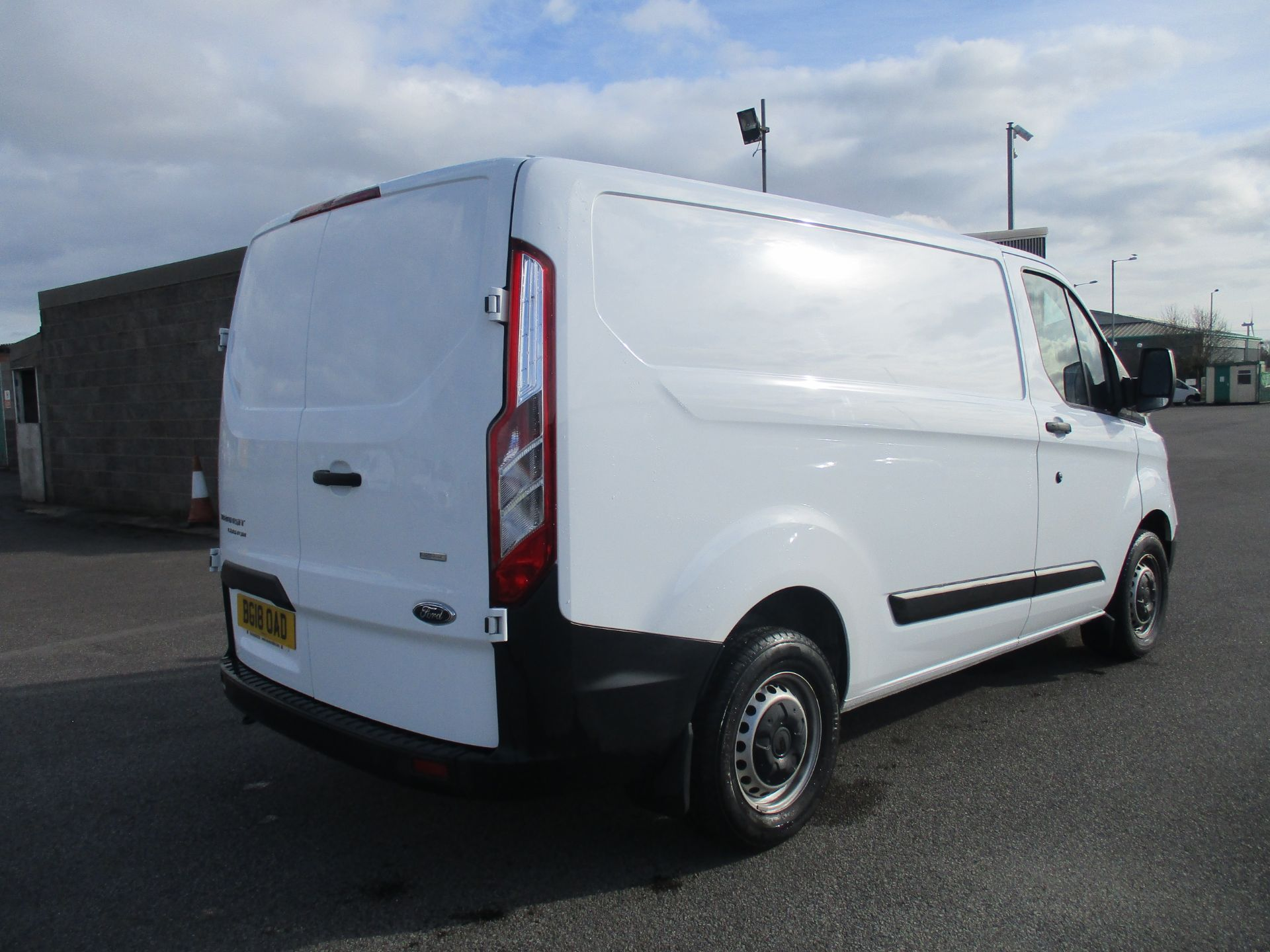 2018 Ford Transit Custom 300 L1 DIESEL FWD 2.0 TDCI 105PS LOW ROOF VAN EURO 6 (BG18OAD) Thumbnail 4
