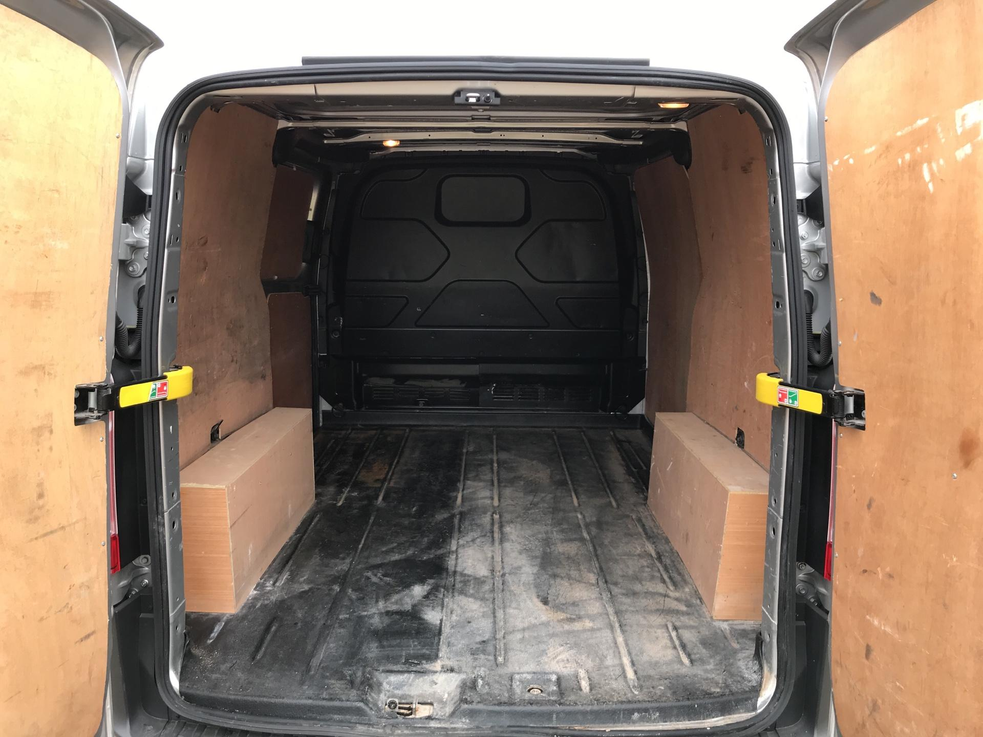 2016 Ford Transit Custom 290 L1 DIESEL FWD 2.2 Tdci 100Ps Low Roof Trend Van EURO 5 (BJ16CJX) Image 17