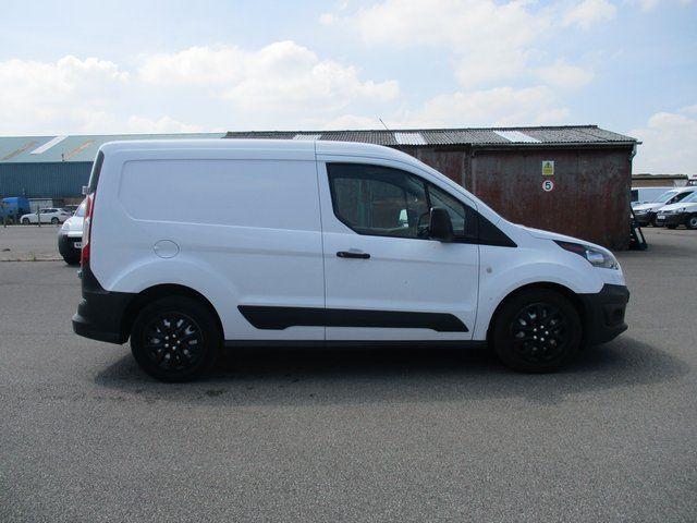2017 Ford Transit Connect 200 L1 DIESEL 1.5 TDCI 100PS EURO 6 (BK17MVT) Image 4