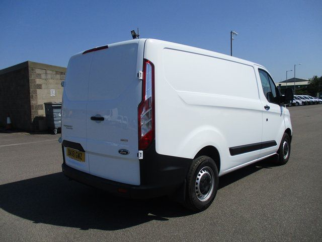 2018 Ford Transit Custom 300 L1 DIESEL FWD 2.0 TDCI 105PS LOW ROOF VAN EURO 6. AIR CON (BK18GWZ) Image 5