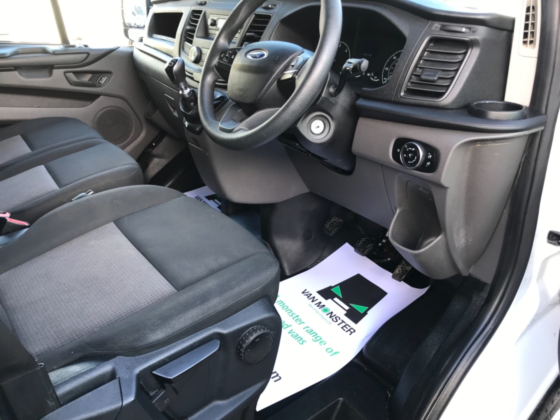 2018 Ford Transit Custom 320 L2 2.0 130ps D/Cab Euro 6 (BK18OLG) Image 8