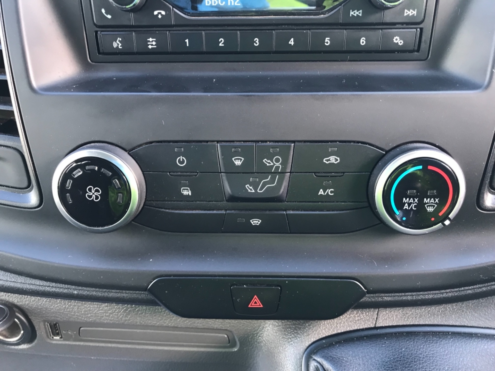 2018 Ford Transit Custom 320 L2 2.0 130ps D/Cab Euro 6 (BK18OLG) Image 11