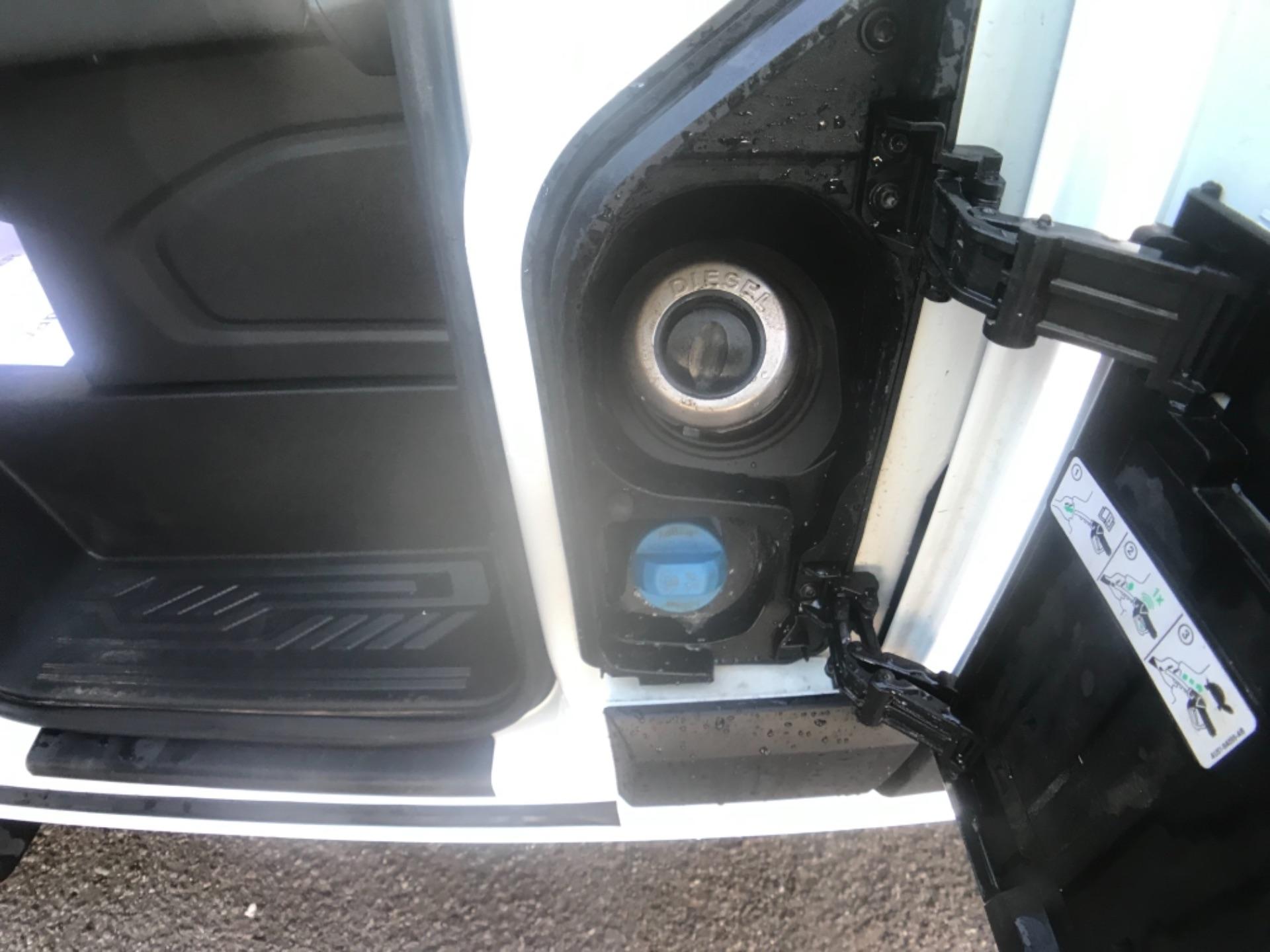 2018 Ford Transit Custom 320 L2 2.0 130ps D/Cab Euro 6 (BK18OLG) Image 24