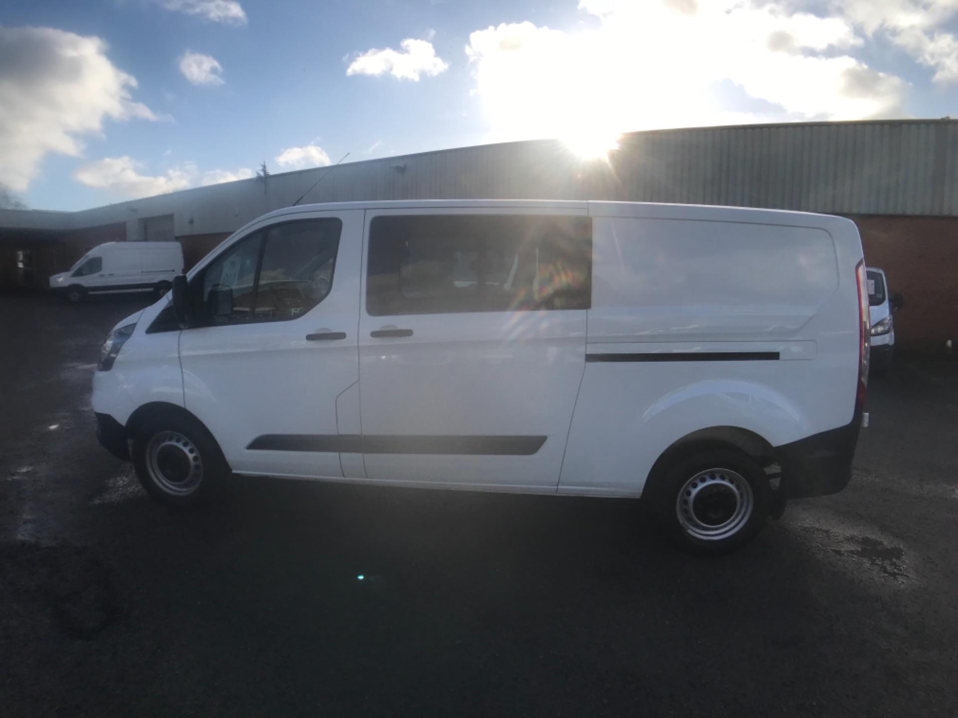 2018 Ford Transit Custom 320 L2 2.0 130ps D/Cab Euro 6 (BK18OLG) Image 4