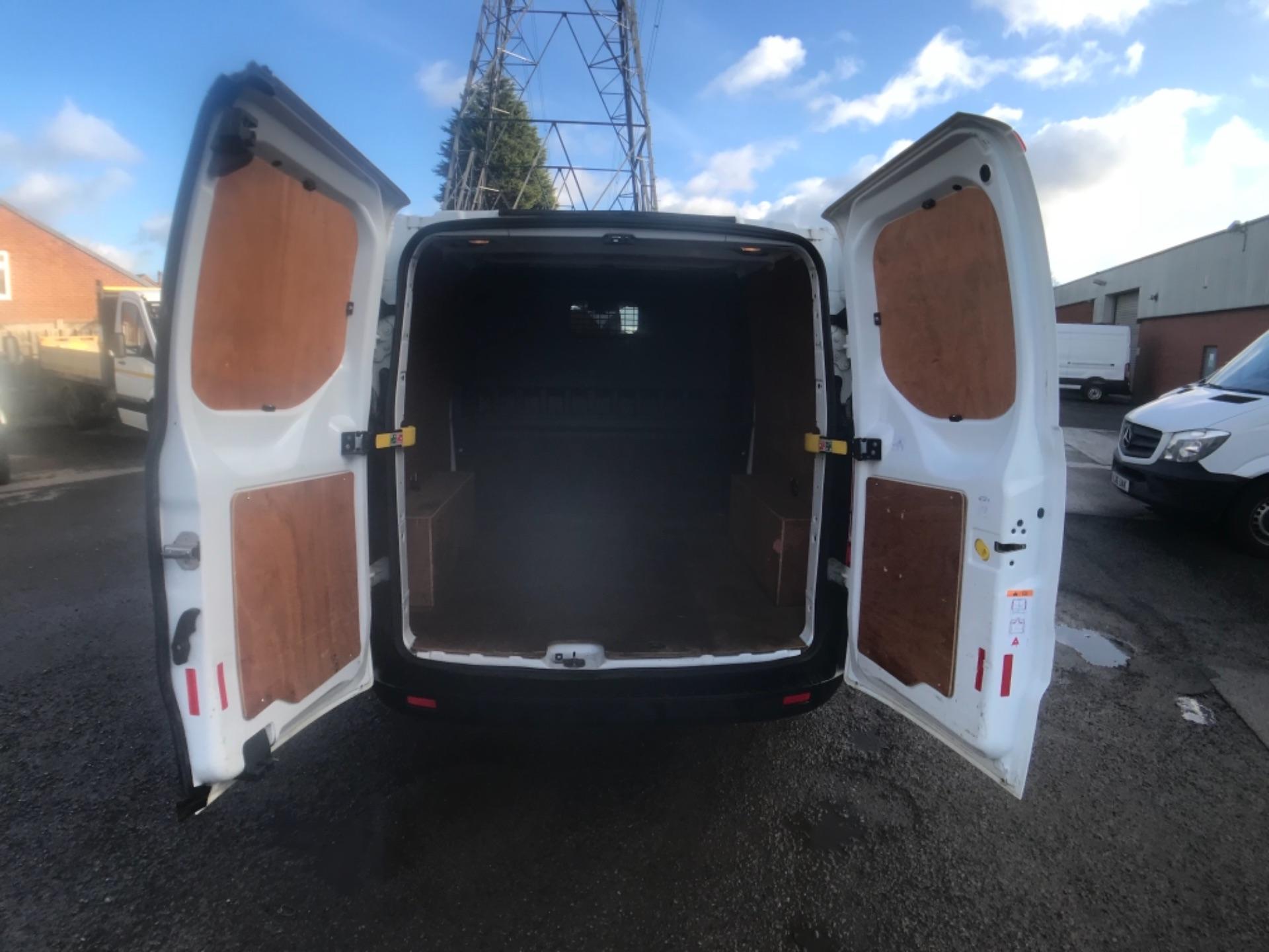 2018 Ford Transit Custom 320 L2 2.0 130ps D/Cab Euro 6 (BK18OLG) Image 22
