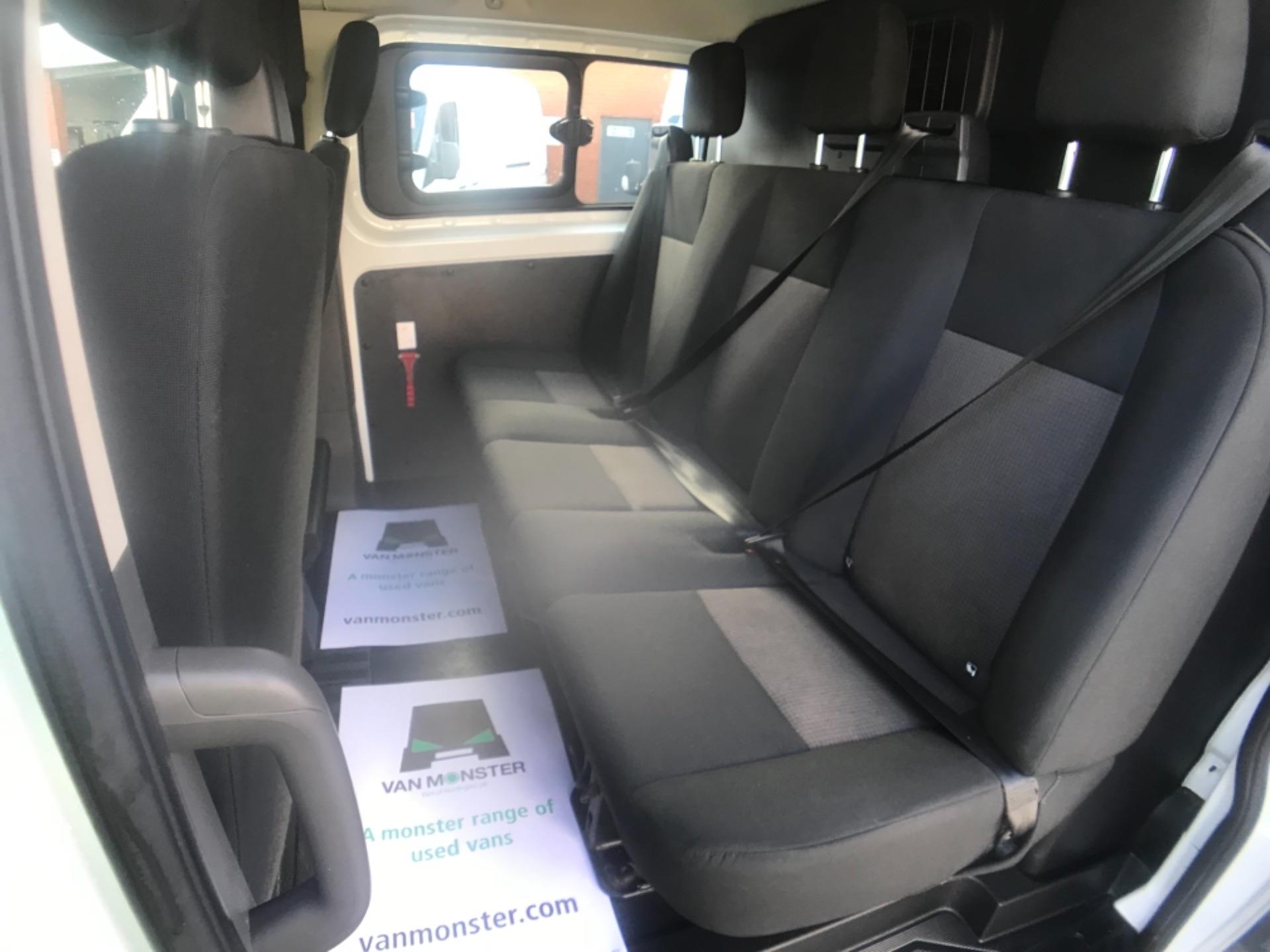 2018 Ford Transit Custom 320 L2 2.0 130ps D/Cab Euro 6 (BK18OLG) Image 20