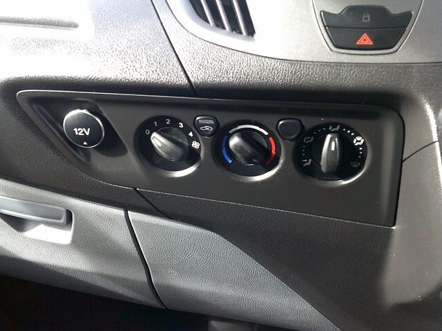 2017 Ford Transit Custom 290 L1 DIESEL FWD 2.0 TDCI 105PS LOW ROOF VAN EURO 6 (BN17PKV) Image 23