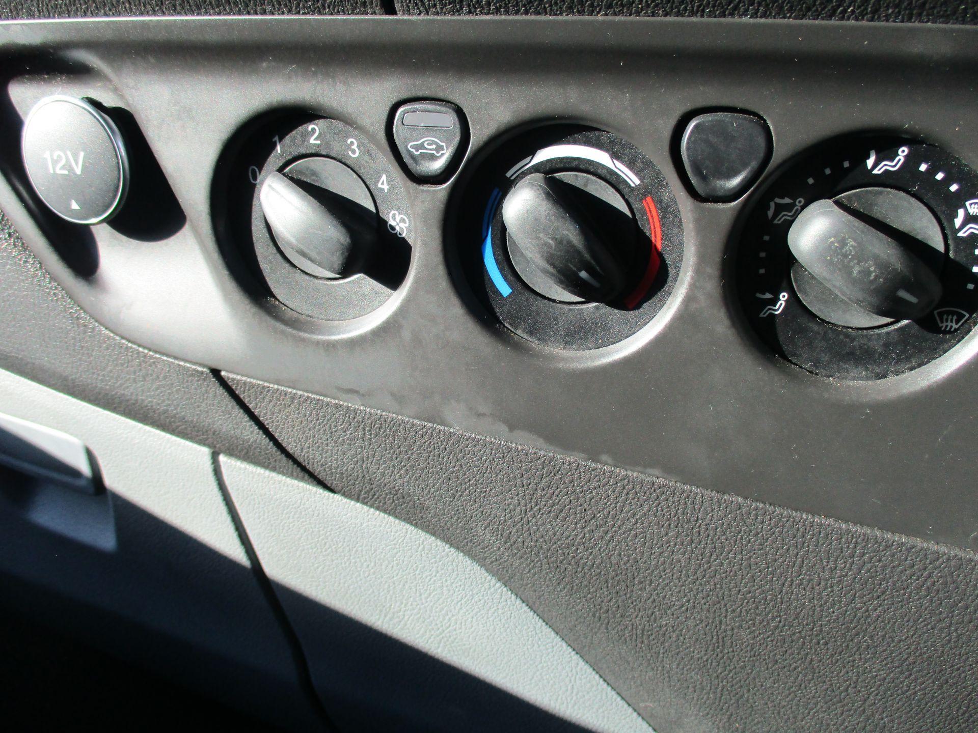 2017 Ford Transit Custom 290 L1 DIESEL FWD 2.0 TDCI 105PS LOW ROOF VAN EURO 6 (BN17PNJ) Image 21