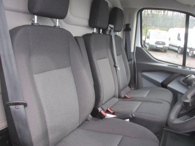 2017 Ford Transit Custom 290 L1 DIESEL FWD 2.0 TDCI 105PS LOW ROOF EURO 6 (BN17XGF) Image 6