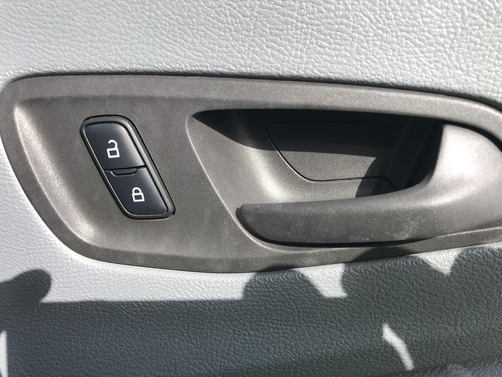 2017 Ford Transit 350  L3 H3 VAN 130PS EURO 6 (BN67HCA) Image 16