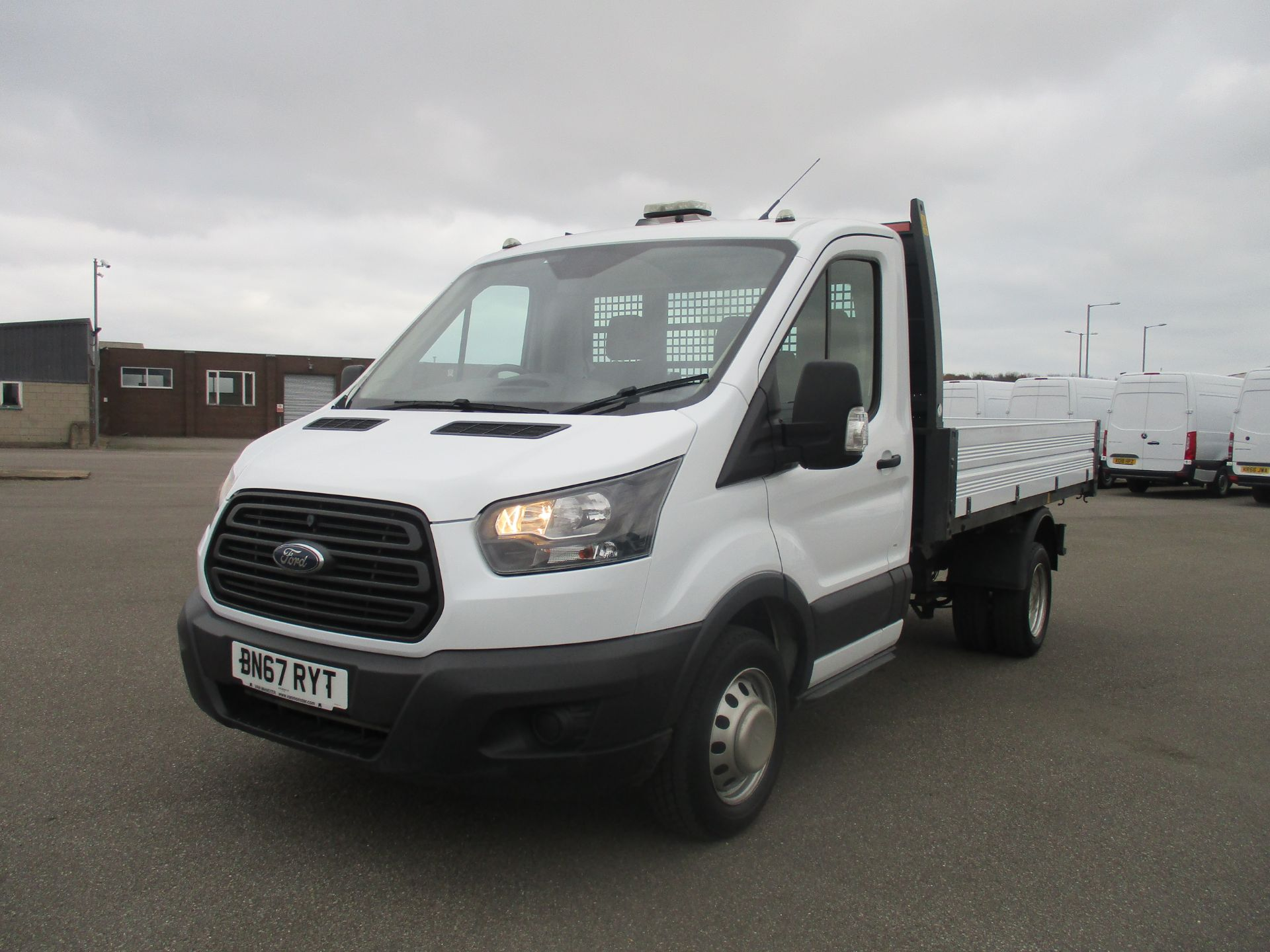 2017 Ford Transit 350 L2 SINGLE CAB TIPPER 130PS EURO 6 (BN67RYT) Image 3