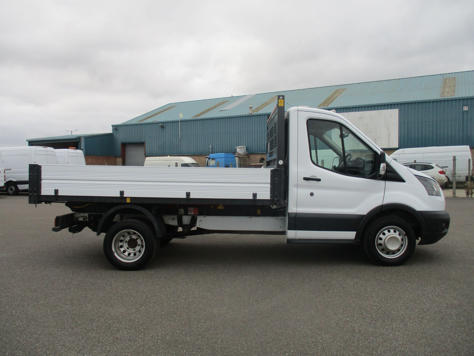 2017 Ford Transit 350 L2 SINGLE CAB TIPPER 130PS EURO 6 (BN67RYT) Image 4