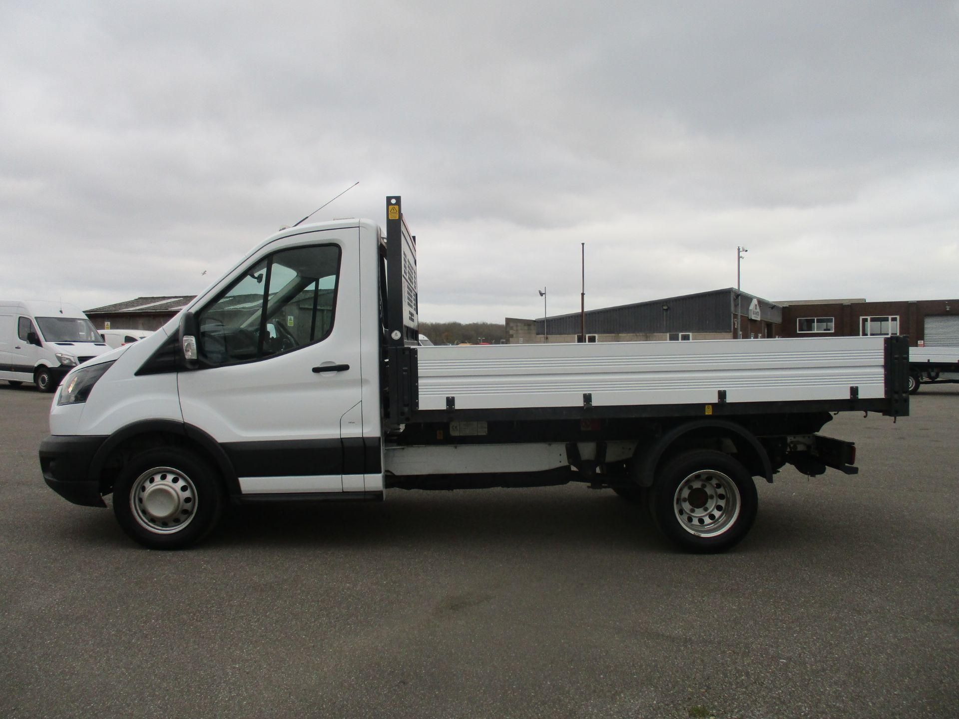2017 Ford Transit 350 L2 SINGLE CAB TIPPER 130PS EURO 6 (BN67RYT) Image 8