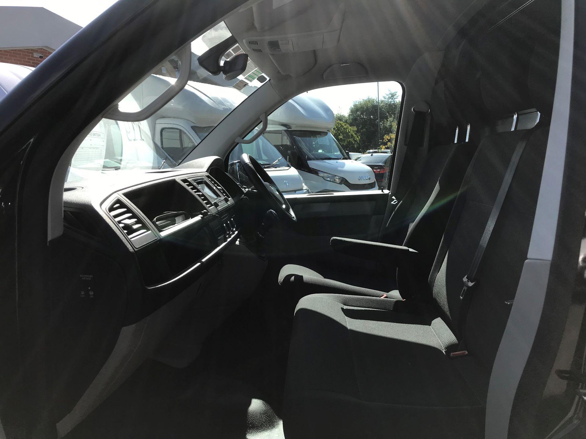 2018 Volkswagen Transporter 2.0 Tdi Bmt 150 Highline Van Euro 6 (BN68FLA) Image 16