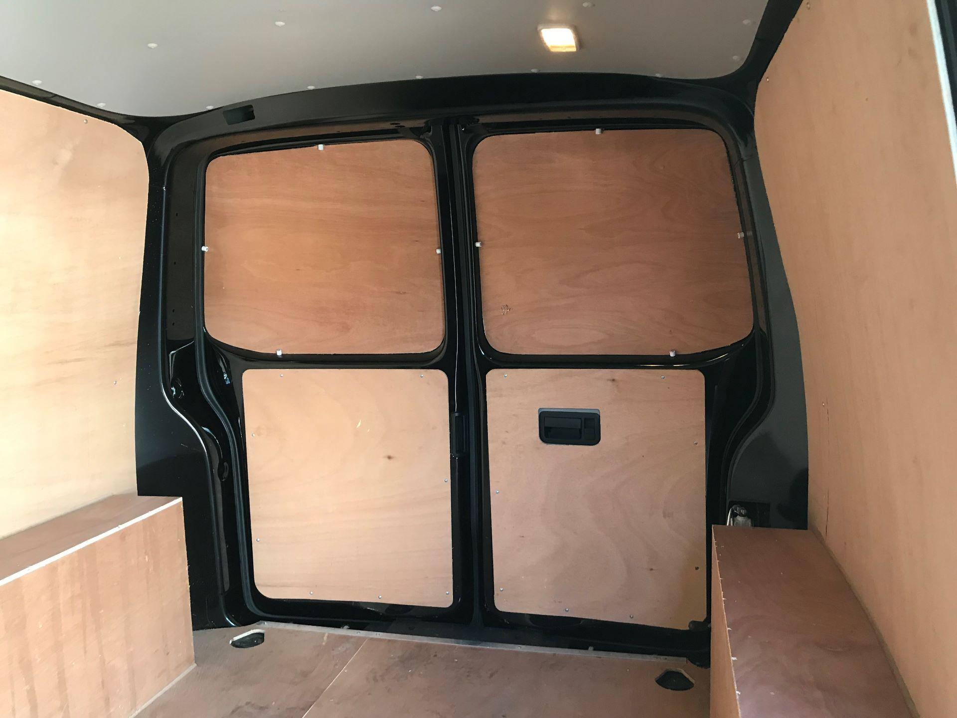 2018 Volkswagen Transporter 2.0 Tdi Bmt 150 Highline Van Euro 6 (BN68FLA) Image 15