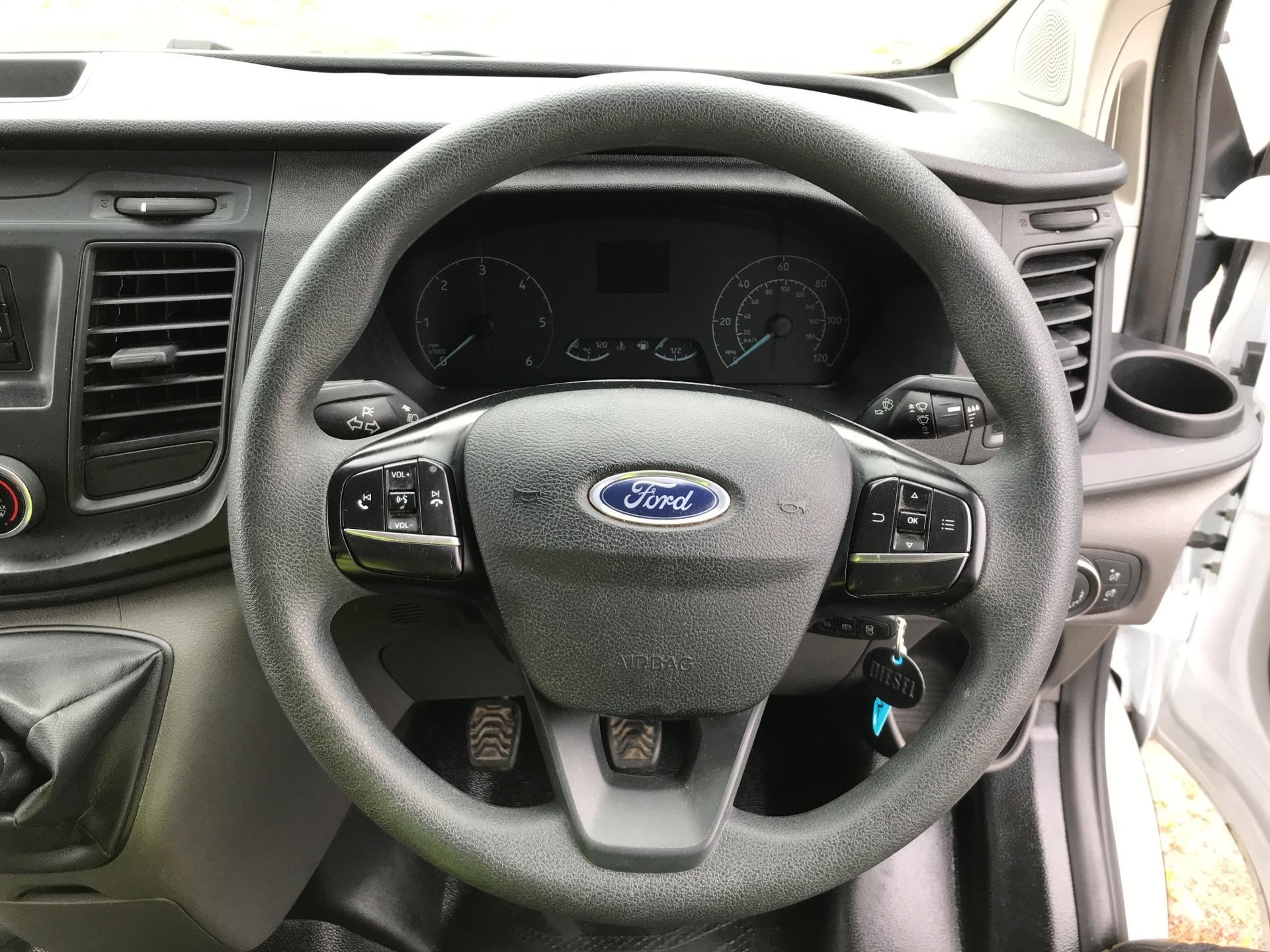 2018 Ford Transit Custom 300 L1 H1  2.0 TDI 105Ps  (BT18JXH) Image 12