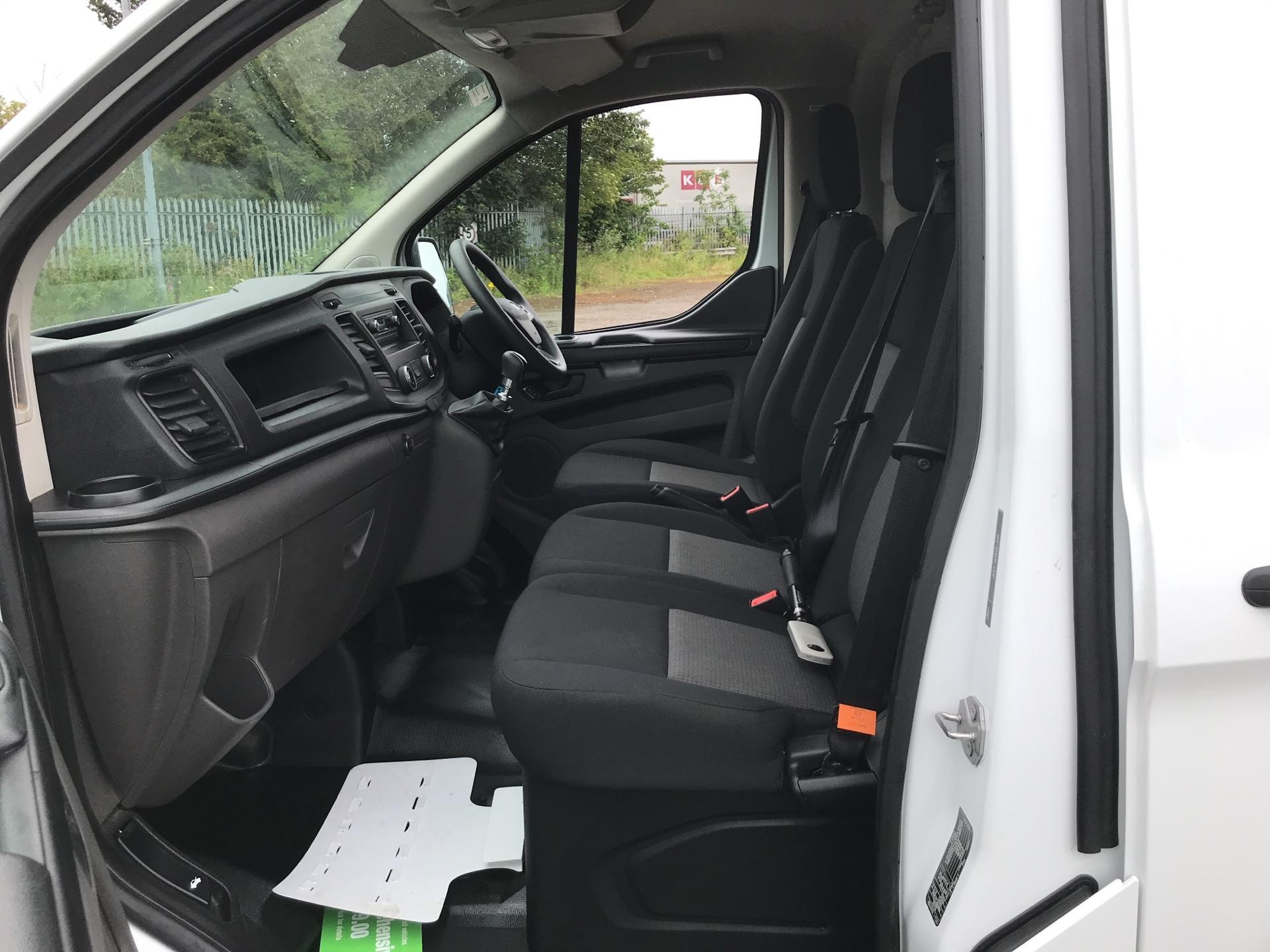 2018 Ford Transit Custom 300 L1 H1  2.0 TDI 105Ps  (BT18JXH) Image 14