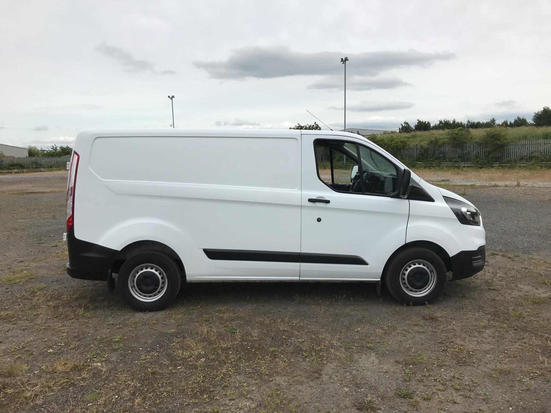 2018 Ford Transit Custom 300 L1 H1  2.0 TDI 105Ps  (BT18JXH) Image 2