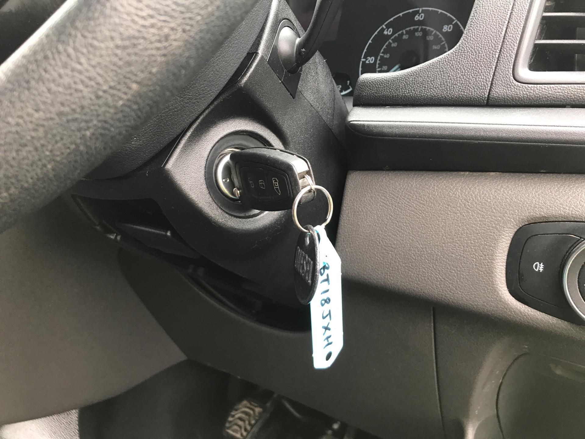 2018 Ford Transit Custom 300 L1 H1  2.0 TDI 105Ps  (BT18JXH) Image 19