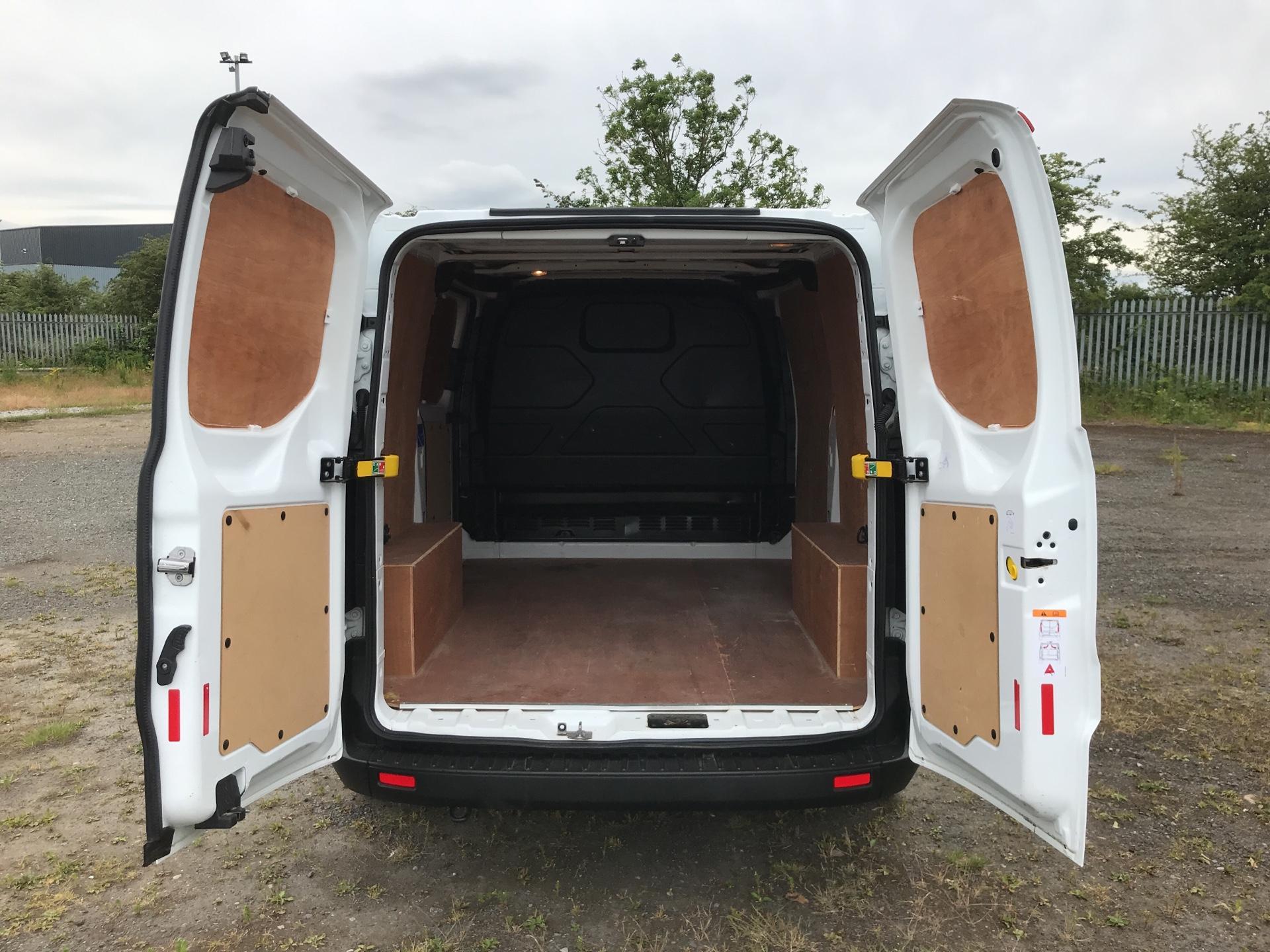 2018 Ford Transit Custom 300 L1 H1  2.0 TDI 105Ps  (BT18JXH) Image 15