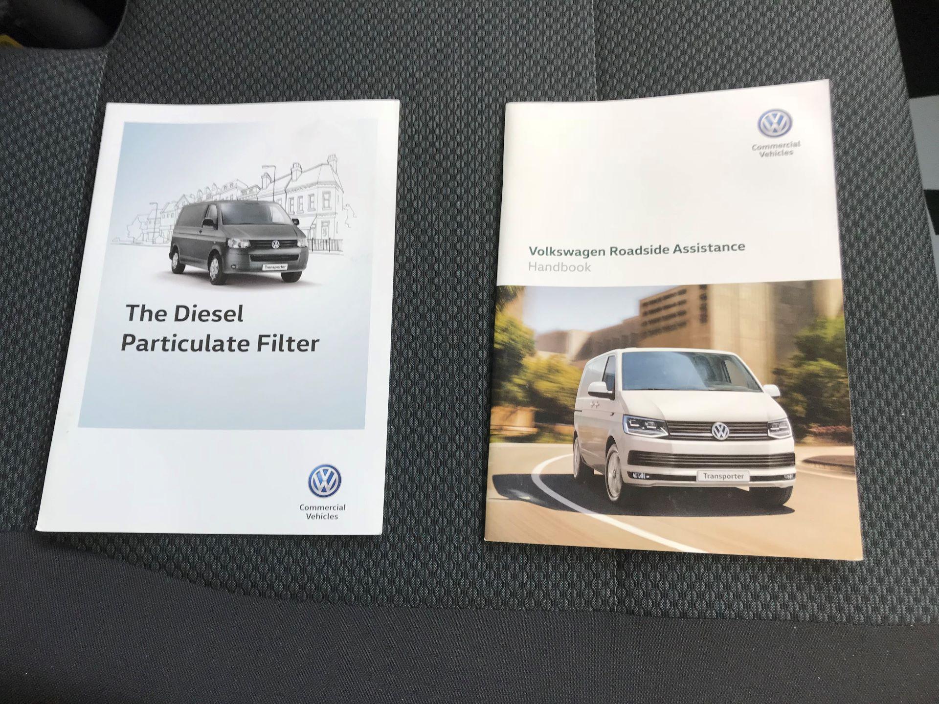 2018 Volkswagen Transporter  T28 SWB DIESEL 2.0 TDI BMT 150 HIGHLINE VAN EURO 6  (BT18UYA) Image 32