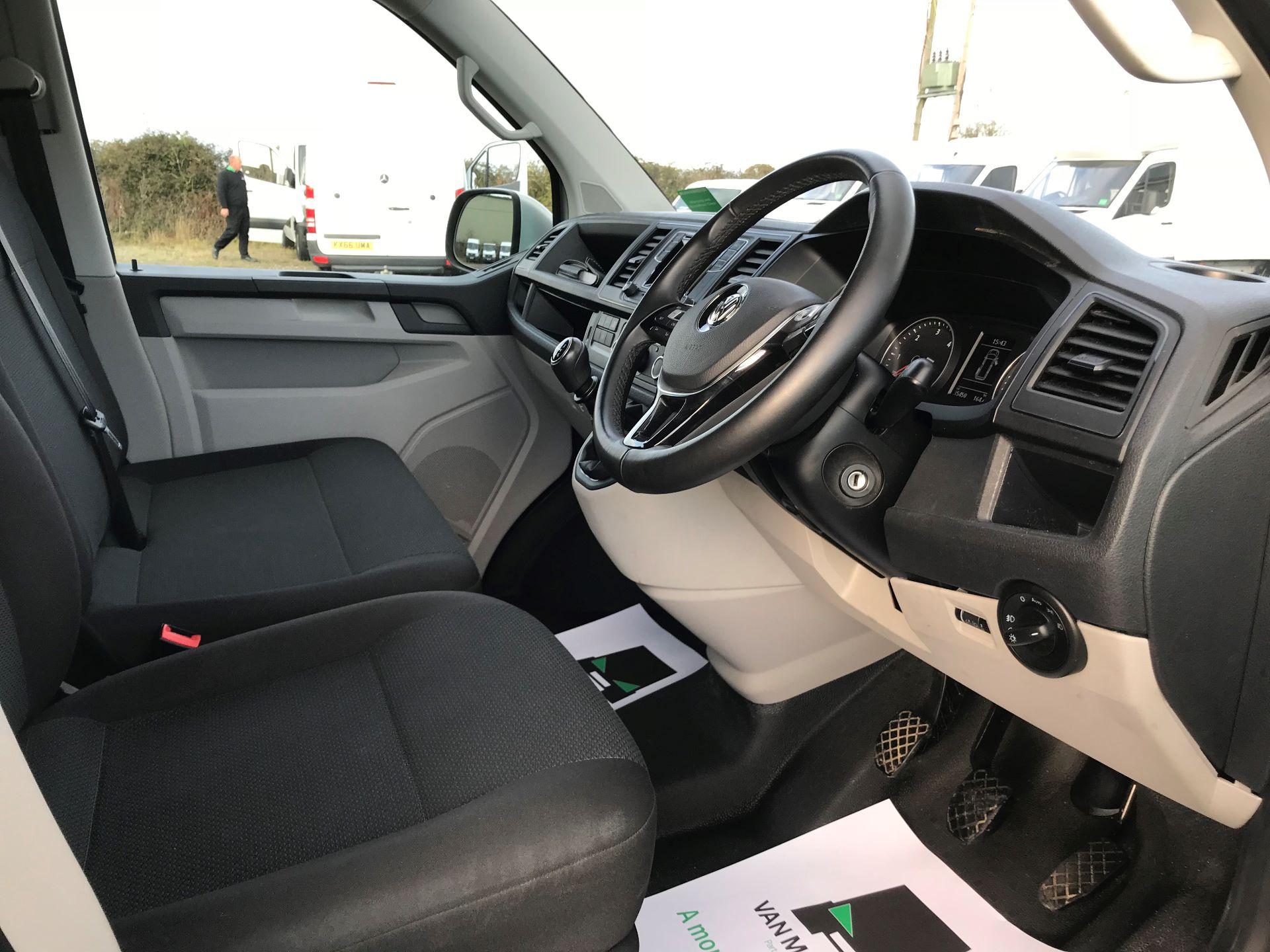 2018 Volkswagen Transporter  T28 SWB DIESEL 2.0 TDI BMT 150 HIGHLINE VAN EURO 6  (BT18UYA) Image 22