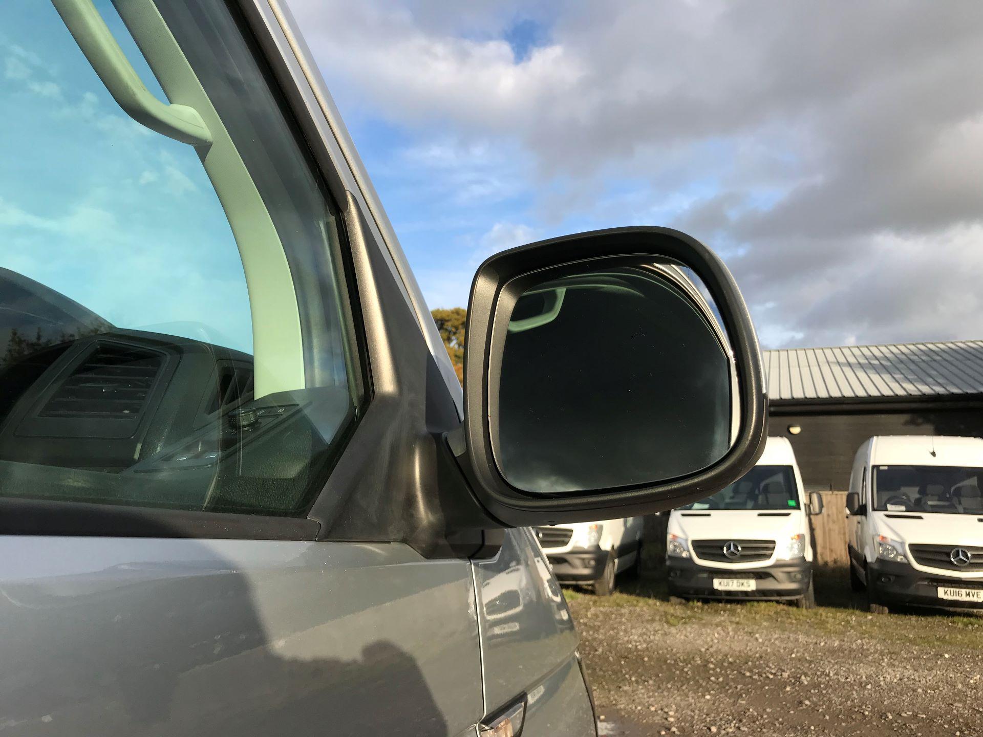 2018 Volkswagen Transporter  T28 SWB DIESEL 2.0 TDI BMT 150 HIGHLINE VAN EURO 6  (BT18UYA) Image 13
