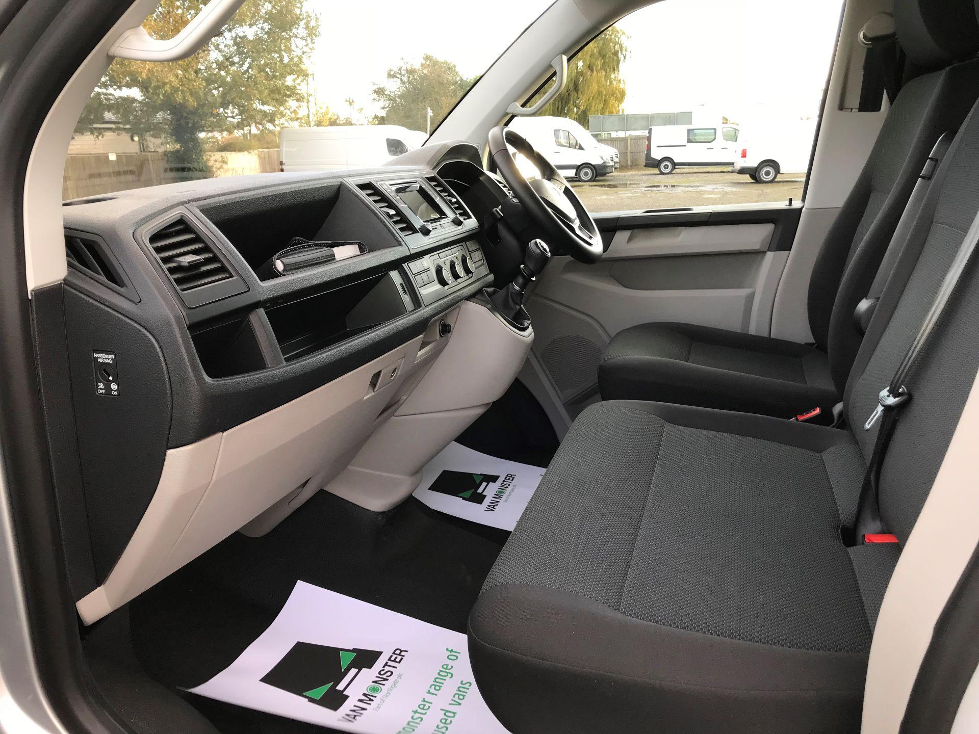 2018 Volkswagen Transporter  T28 SWB DIESEL 2.0 TDI BMT 150 HIGHLINE VAN EURO 6  (BT18UYA) Image 21