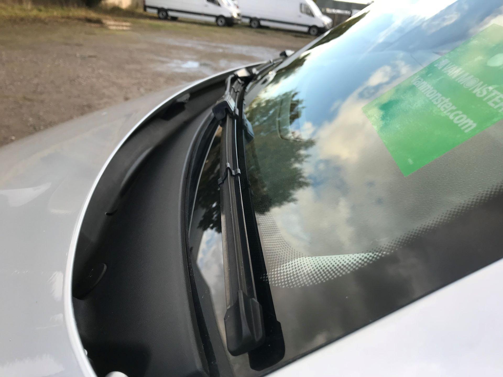 2018 Volkswagen Transporter  T28 SWB DIESEL 2.0 TDI BMT 150 HIGHLINE VAN EURO 6  (BT18UYA) Image 19