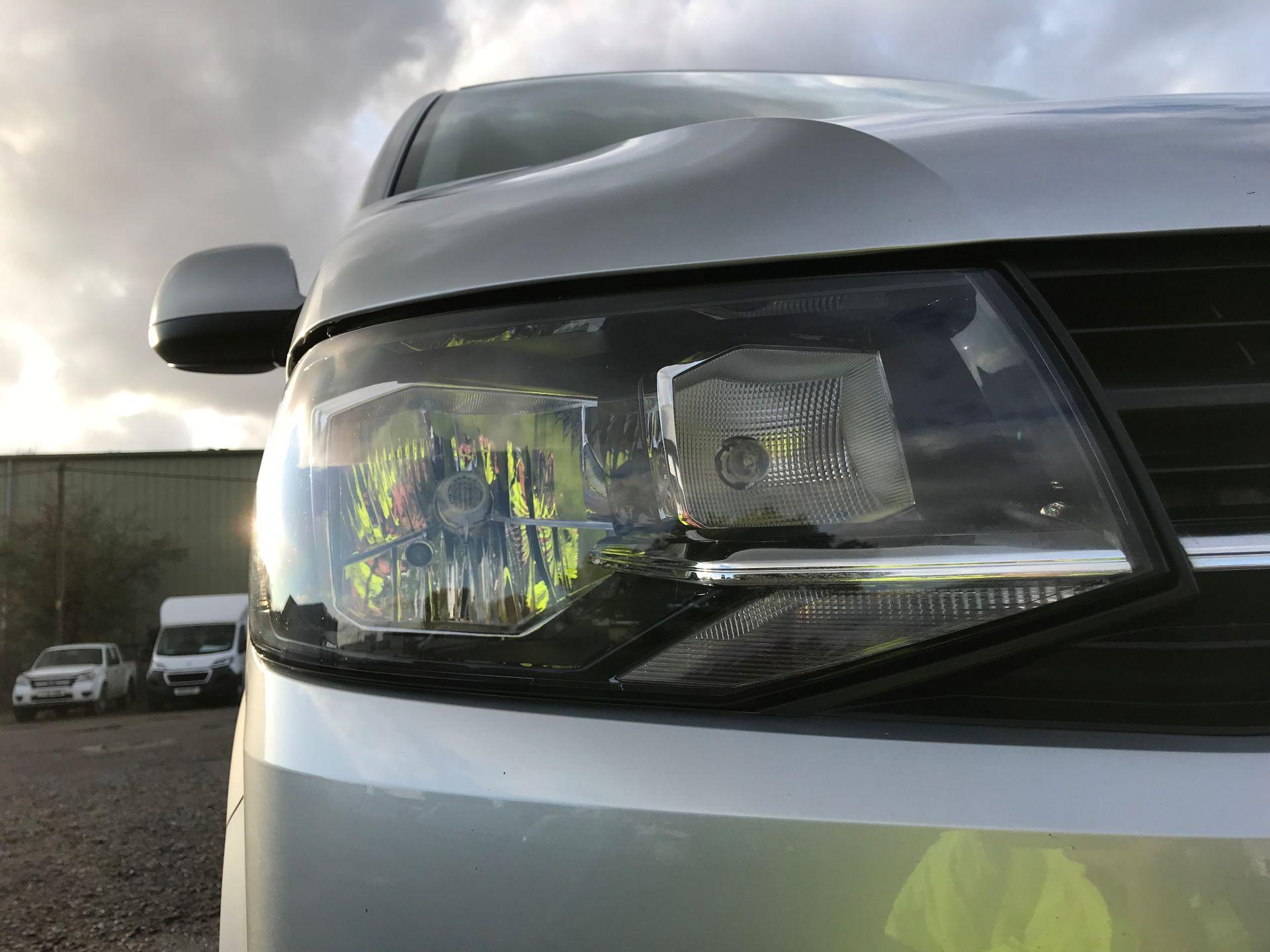 2018 Volkswagen Transporter  T28 SWB DIESEL 2.0 TDI BMT 150 HIGHLINE VAN EURO 6  (BT18UYA) Image 17