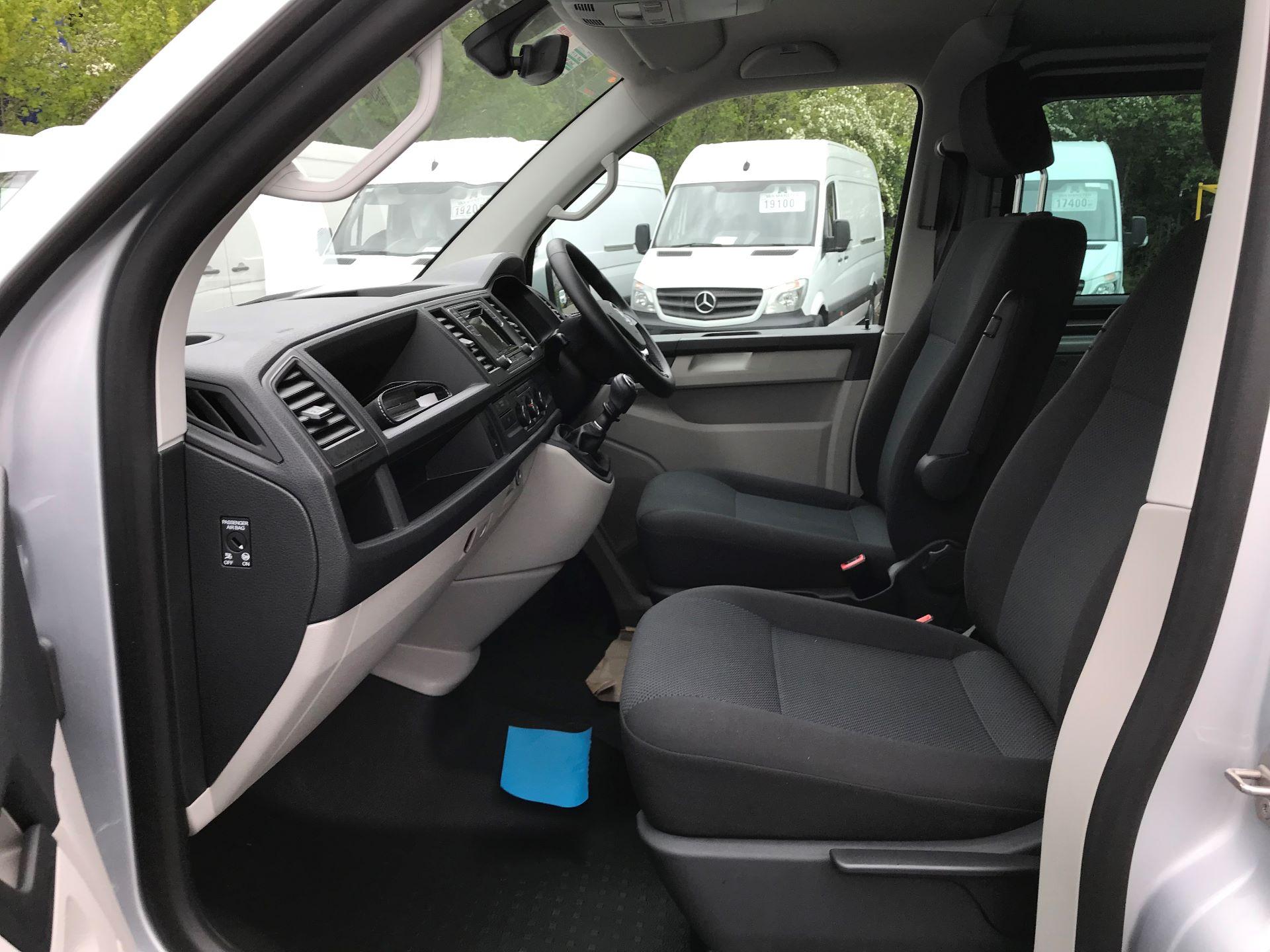 2018 Volkswagen Transporter 2.0 Tdi Bmt 150 Highline Kombi Van (BU18RWZ) Image 16