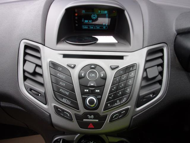 2017 Ford Fiesta 1.5 TDCI VAN EURO 5 (BV17YPY) Image 3
