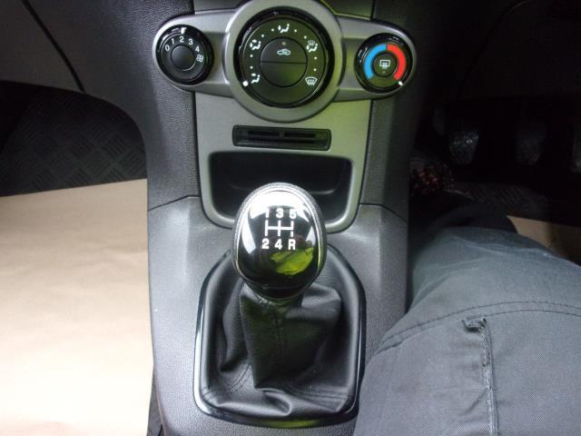 2017 Ford Fiesta 1.5 TDCI VAN EURO 5 (BV17YPY) Image 4