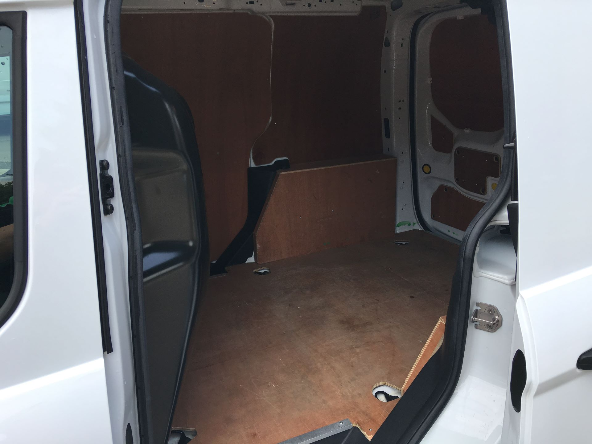 2017 Ford Transit Connect 200 L1 DIESEL 1.5 TDCI 75PS VAN EURO 5 (BW17YBX) Image 18