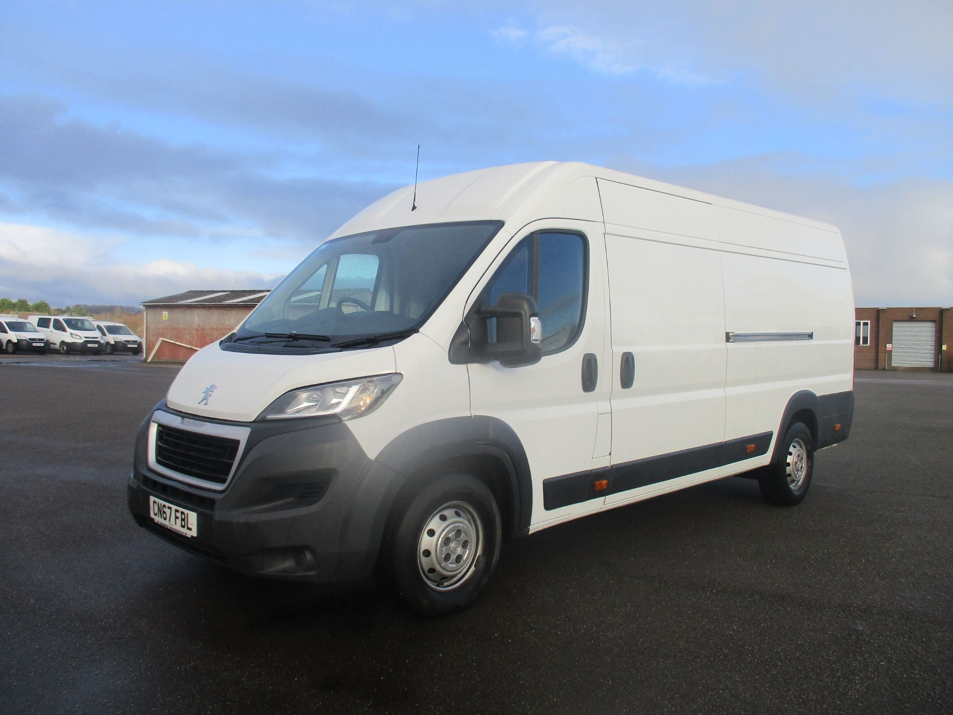 2017 Peugeot Boxer 435 L4 H2 BLUE HDI 2.0 130PS PROFESSIONAL EURO 6. AIR CON, SAT NAV (CN67FBL) Image 3