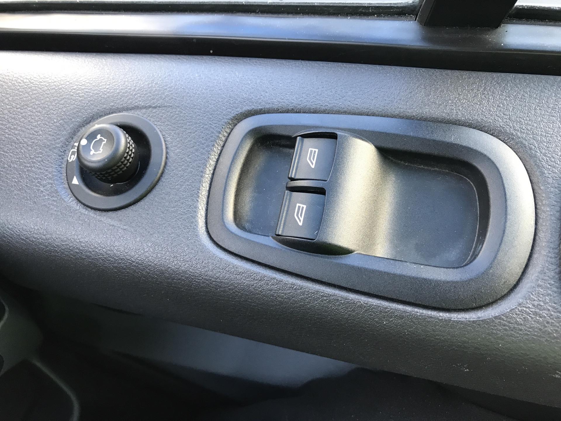 2017 Ford Transit Custom  290 L1 DIESEL FWD 2.0 TDCI 130 PS LOW ROOF LIMITED VAN EURO 6 (CV67MDZ) Image 15