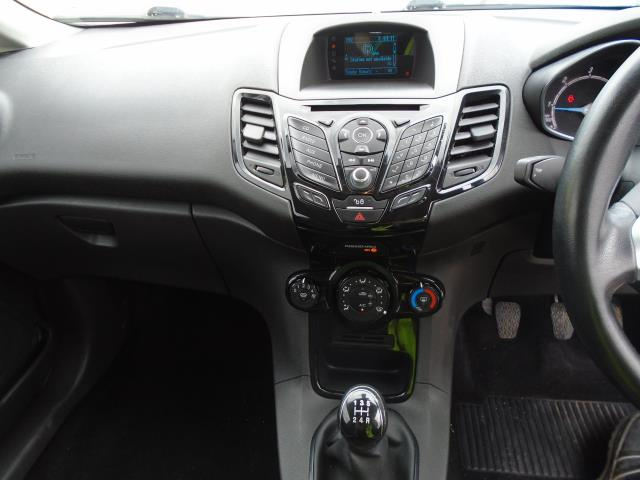 2015 Ford Fiesta 1.5 Tdci Sport Van (CX65ZNW) Image 15