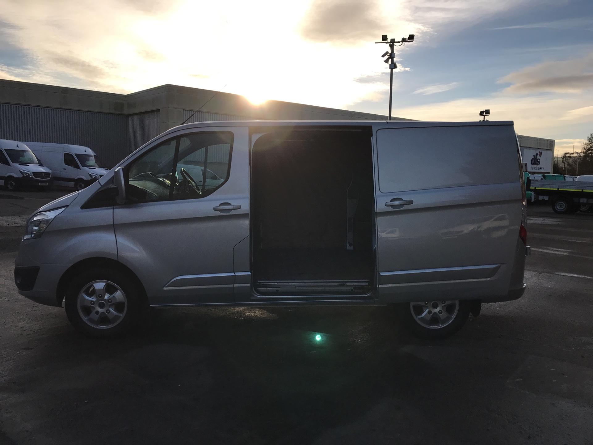 2017 Ford Transit Custom 270 L1 DIESEL FWD 2.0 TDCI 130PS LOW ROOF LIMITED VAN EURO 6 (CY67AVD) Image 25