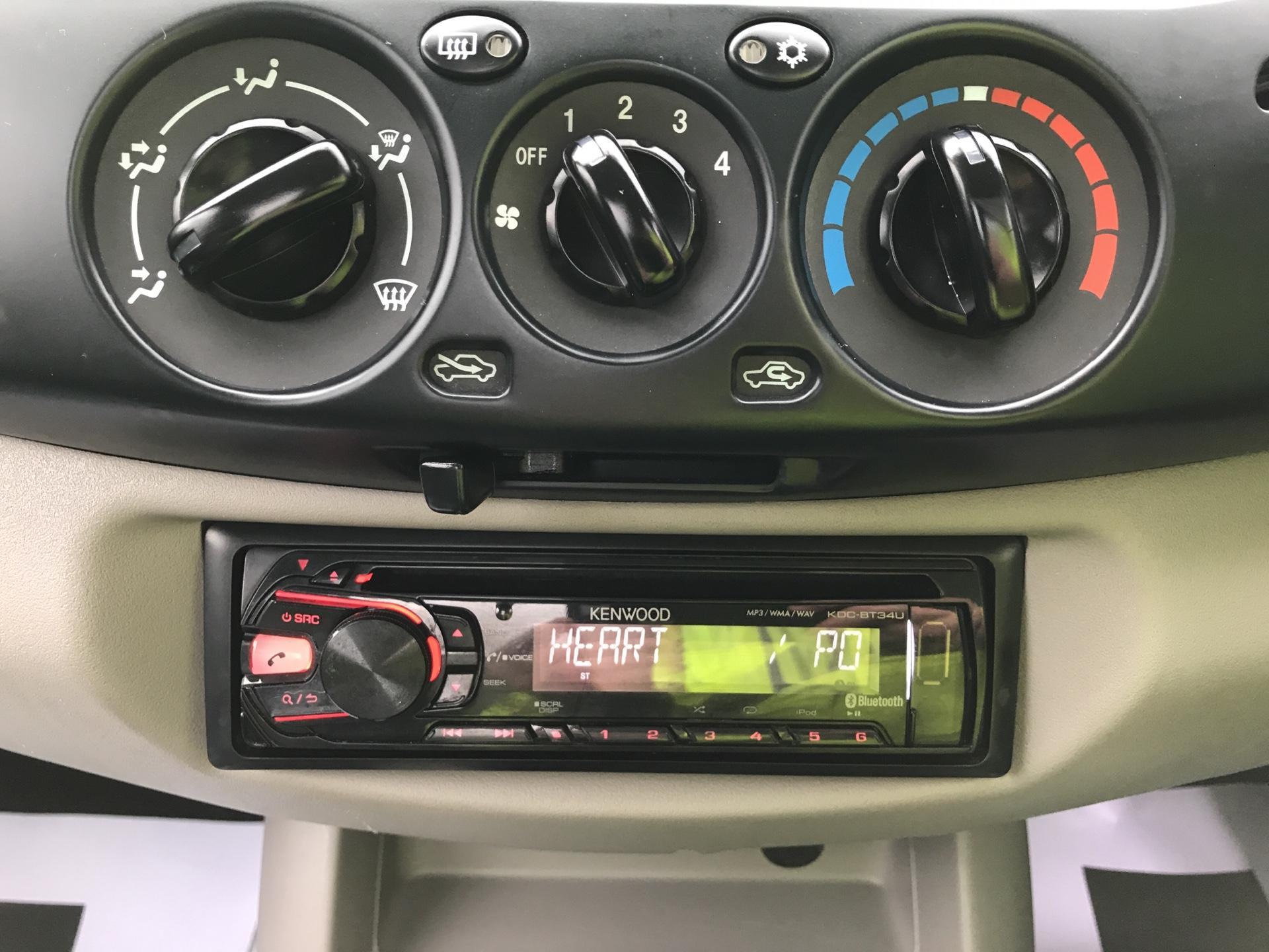 2015 Mitsubishi L200 DI-D 4 LIFE 4WD 134BHP EURO 5 (DL65JZG) Image 10