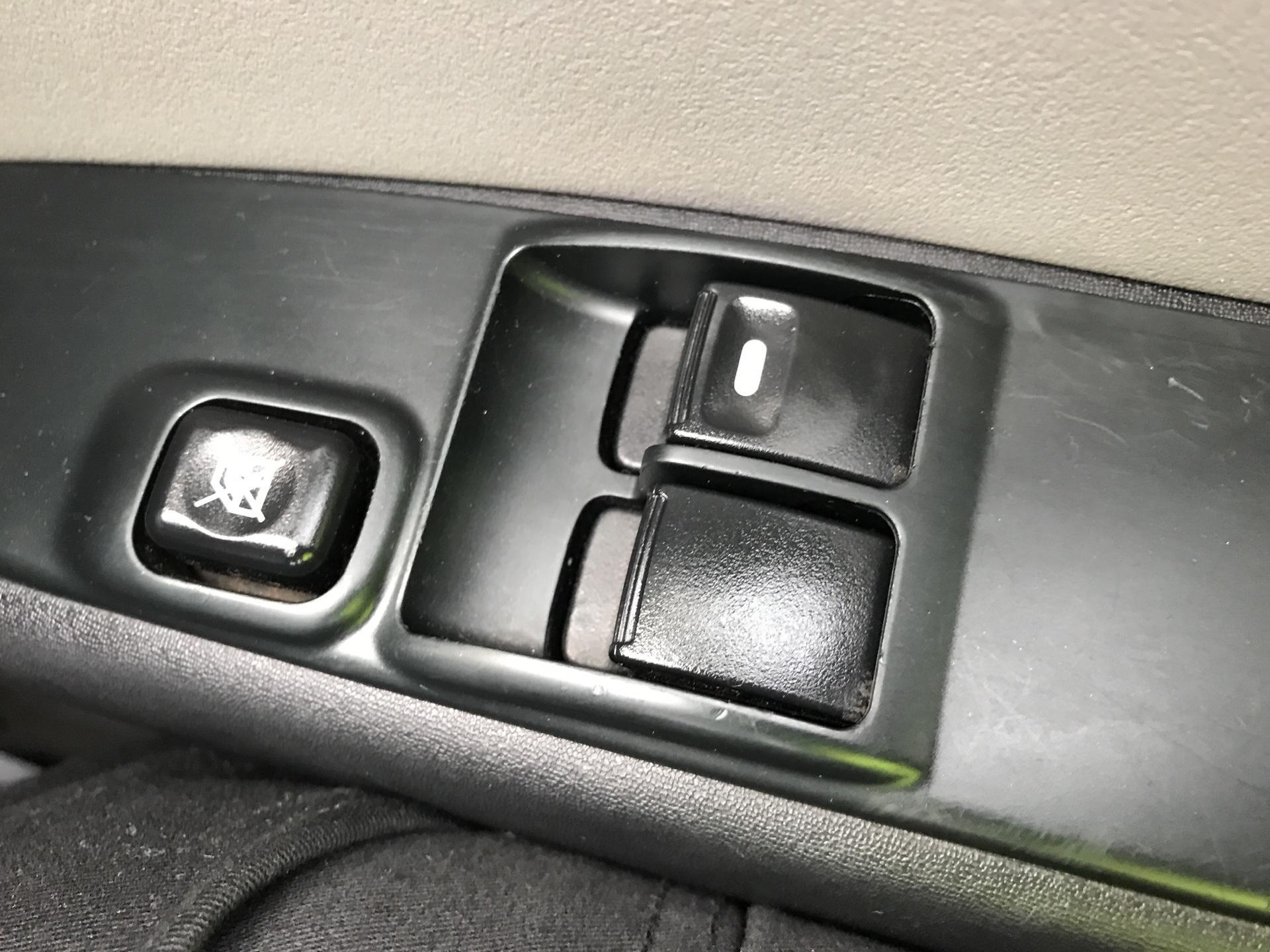 2015 Mitsubishi L200 DI-D 4 LIFE 4WD 134BHP EURO 5 (DL65JZG) Image 16